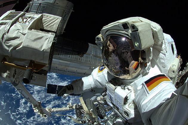 这项研究揭示了太空飞行对大脑的影响,包括负责运动和处理感觉信息的区域退化。然而,研究结果表明,随着时间推移,宇航员的大脑可能能够适应这些变化。