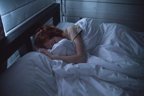 研究发现 睡眠不足使人们对疼痛更加敏感