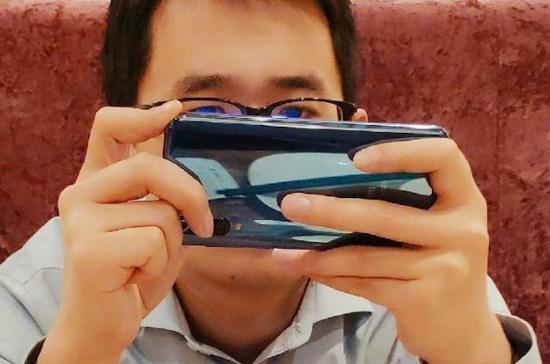 小米王腾放出疑似小米9真机谍照后秒删:后置三摄?