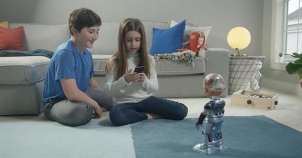 """史上首个""""机器人公民""""索菲亚迎来了一个小妹妹"""
