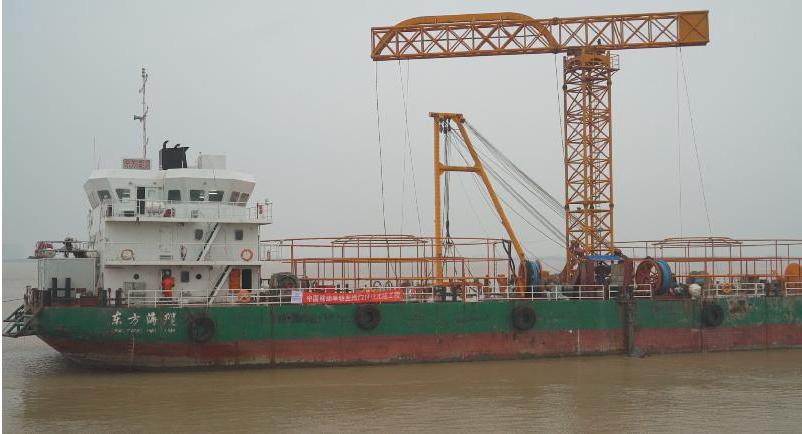 江苏移动首条大芯数跨江光缆在南通架设贯通