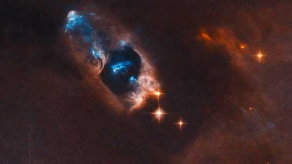 NASA拍到新生恒星:呈明亮蓝色 距地球约1000光年