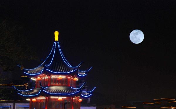 """元宵节遇上""""超级月亮"""",""""最大满月""""将现身"""