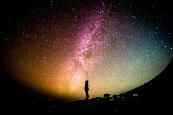 引力理论会失效?引力理论与量子理论相冲突之谜