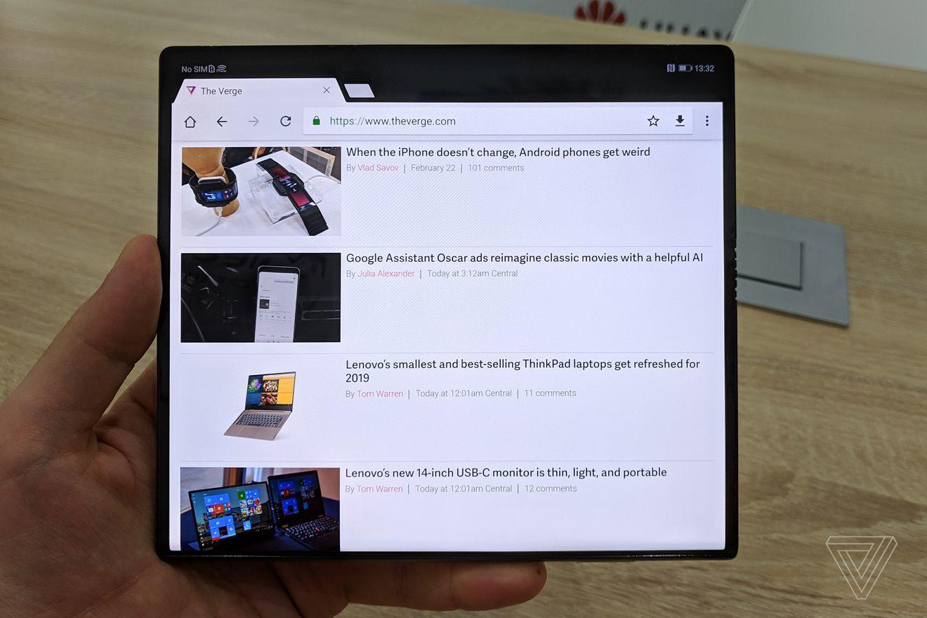 外媒上手折叠屏手机Mate X:感觉不到中间有折痕