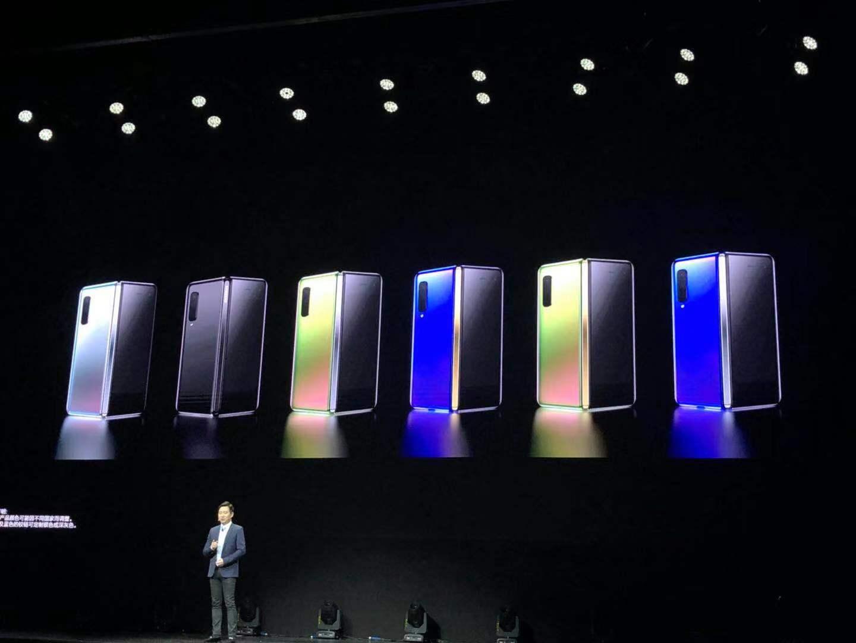 三星展示国行折叠屏手机:吐槽外翻屏只可远观