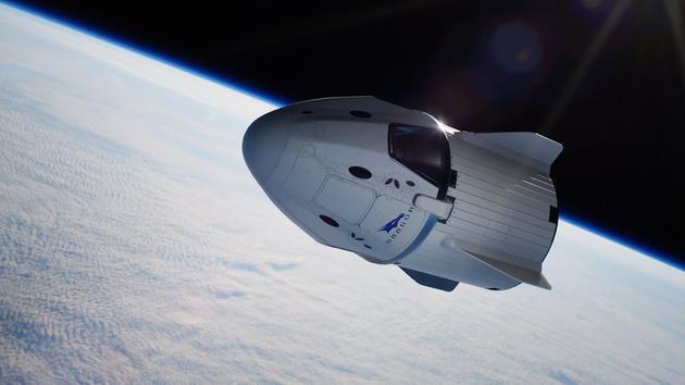 """美国载人版""""龙""""飞船完成首次试飞返回地球"""