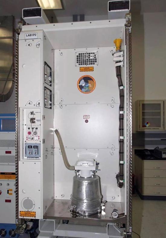 宇航员在太空方便不容易 一个厕所造价上亿