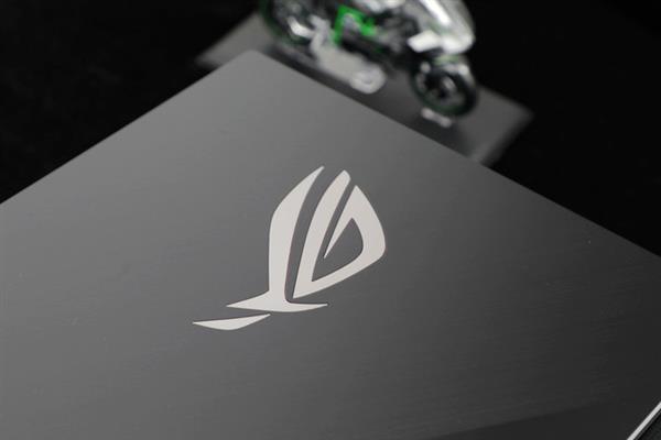 ROG冰刃3s Plus上手:超薄高性能兼得 轻薄本中的机皇