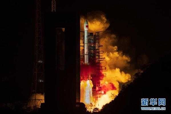 我国成功发射第二代数据中继卫星系统首星