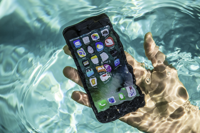 """""""防水手机""""都是孔,它是如何做到防水的?"""