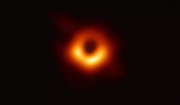 人类第一张黑洞照片公布!拍摄2年 冲洗2年