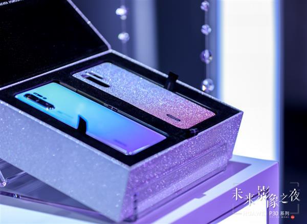 科技与时尚完美碰撞 HUAWEI P30未来影像之夜点燃时尚魔都!