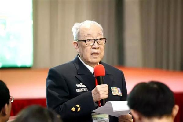 97岁吴孟超:退休了,但我随时投入战斗!