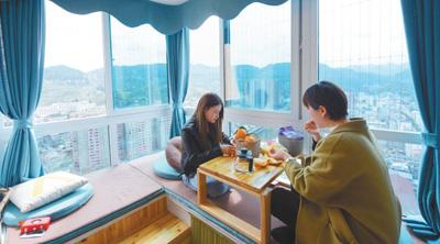随着鄂西山区旅游的不断发展,湖北省恩施土家族苗族自治州宣恩县也出现了共享民宿,深受年轻人的喜爱。 王俊摄(人民视觉)