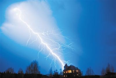 一朵中等强度雷暴云 携带一座小型核电站的能量