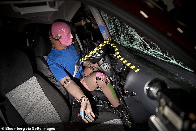 汽车的后排座位比前排安全?其实我们想错了