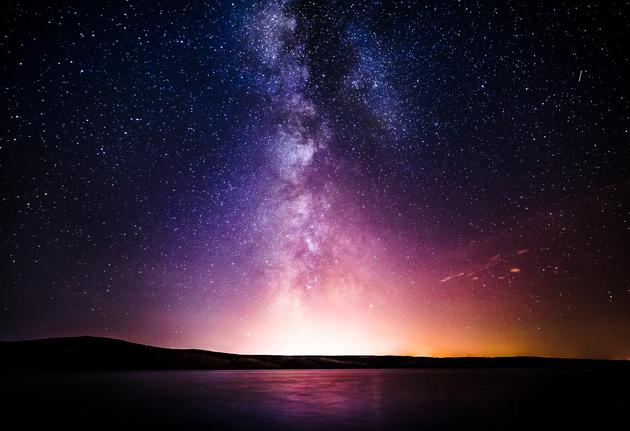 """神秘物质使银河系""""穿洞""""?专家猜测是暗物质"""