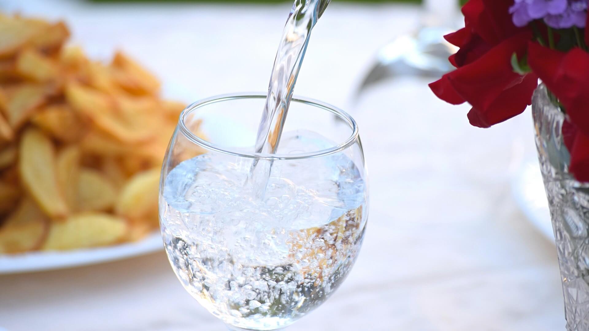 每天喝4升水会中毒?若这样喝水真有可能致命
