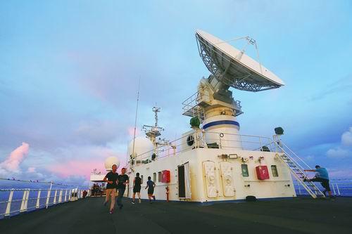 远望3号远洋航天测量船穿越赤道