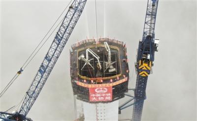 世界最大跨度公铁 两用斜拉桥主塔封顶