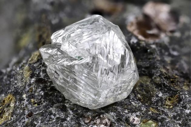 研究证实:钻石含有远古海水盐类沉积物质