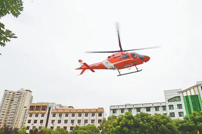 江西会昌:搭建生命空中通道 直升机转运重病人