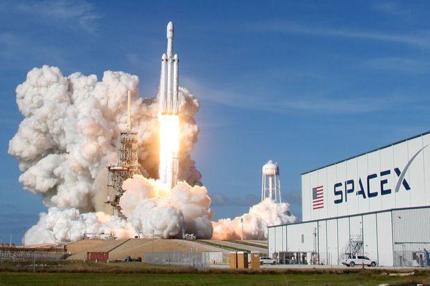 马斯克接受《时代》采访:最多4年人类将重返月球