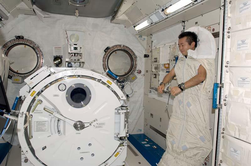 会做梦会失眠?在太空睡觉究竟是种什么感觉?