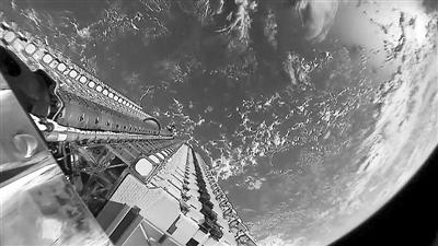 SpaceX再申报20份部署计划—— 42000颗卫星排队上天