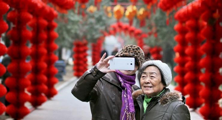 日媒:学用微信淘宝,中国老年人不甘落后