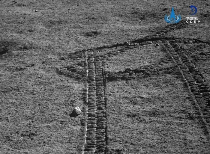 """嫦娥四号进入第十五月昼 """"玉兔二号""""累计行驶367.25米"""
