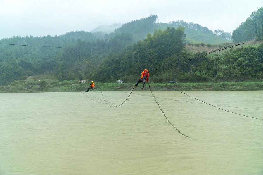 中国移动:战洪水保通信 勇当排头兵